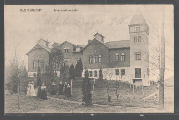 Alte AK Bad Pyrmont, Helenenkinderheim Mit Personal