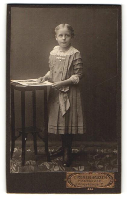 Fotografie F. Renziehausen, Hannover, Portrait Mädchen in ...